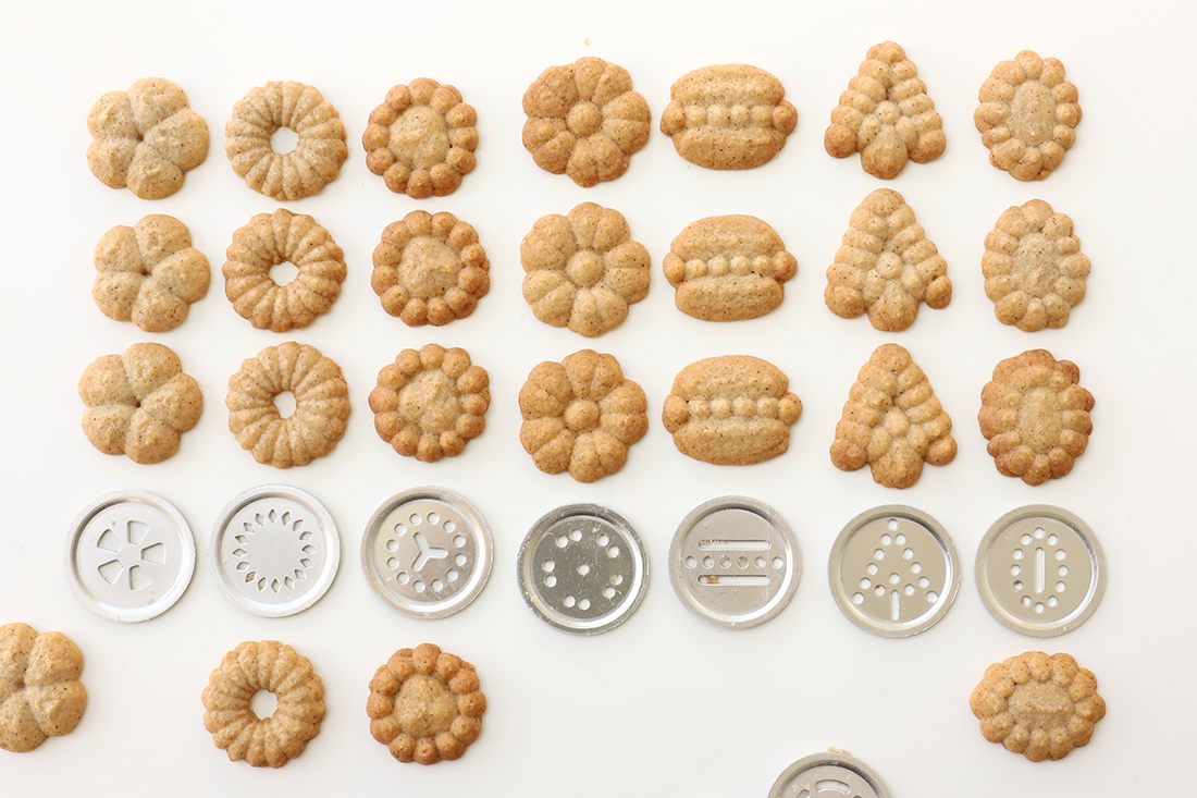 עוגיות זילוף קינמון | אז מה את עושה כל היום?